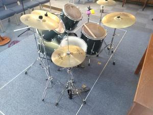 Pearl Forum 5 Piece Drum Kit