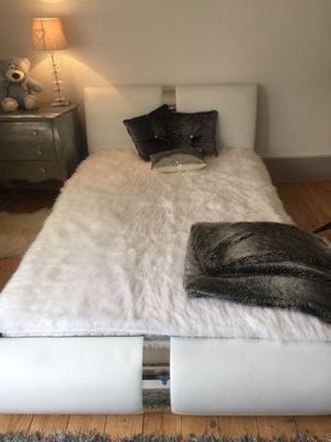 Queen Double bed (4.3ft x 6.3ft)