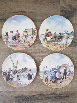 "4 x Royal Grafton collectable plates ""Beach Scenes"""
