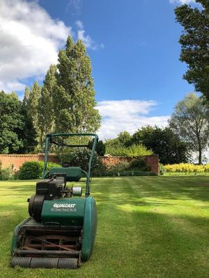 Qualcast 35S cylinder petrol lawn mower - recent service+sharpened