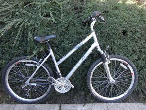 Raleigh voyager ladies bike, 26 inch wheels, 18 gears, 19 inch lightweight aluminium frame