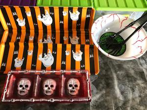 SELECTION OF HALLOWEEN SERVING TRAYS