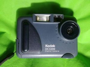 Kodak Dc digital camera (collectable)comes with 64mb flash card case,and  Brownie box camera