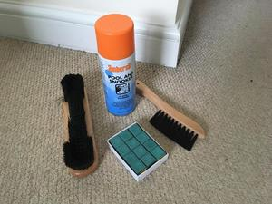 Brush and spray for snooker table and chalk