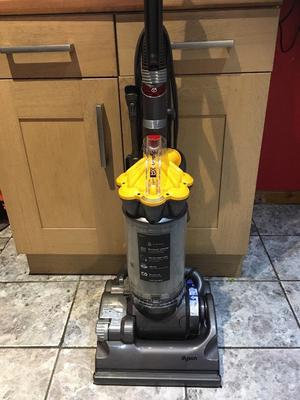 Dyson dc 33 Hoover very good condition like new