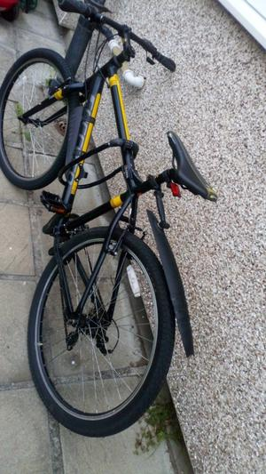 Mens practically brand new carrera bike.. Need a quick sale as going away..