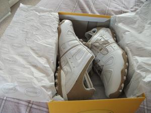BRAND NEW LADIES TRAINERS,STILL IN THE BOX
