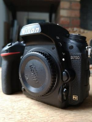 Nikon D750 body - Low shutter count ()