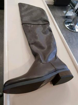 Brown knee high boots brand new size 5