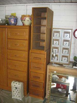 VINTAGE VERSATILE UPRIGHT UNUSUAL CHEST OF DRAWERS. DISMANTLES IN 2. VIEWING/DELIVERY AVAILABLE