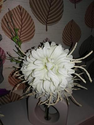 Sliver ornament with flowers and white ornament