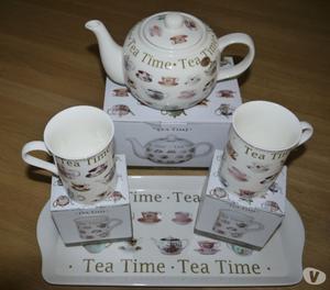 Leonardo Collection Fine China Teapot, 2 Mugs and Tray