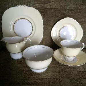 Vintage Colclough 21-piece china set - offers considered
