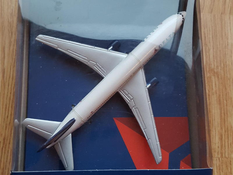 """Delta Airlines miniature single plane airplane 5"""" wingspan"""