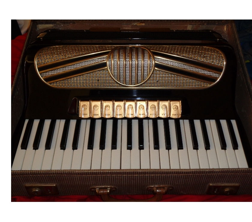 HOHNER MIDI PIANO ACCORDION 120 BASS WITH VOICE EXPANDER AMP