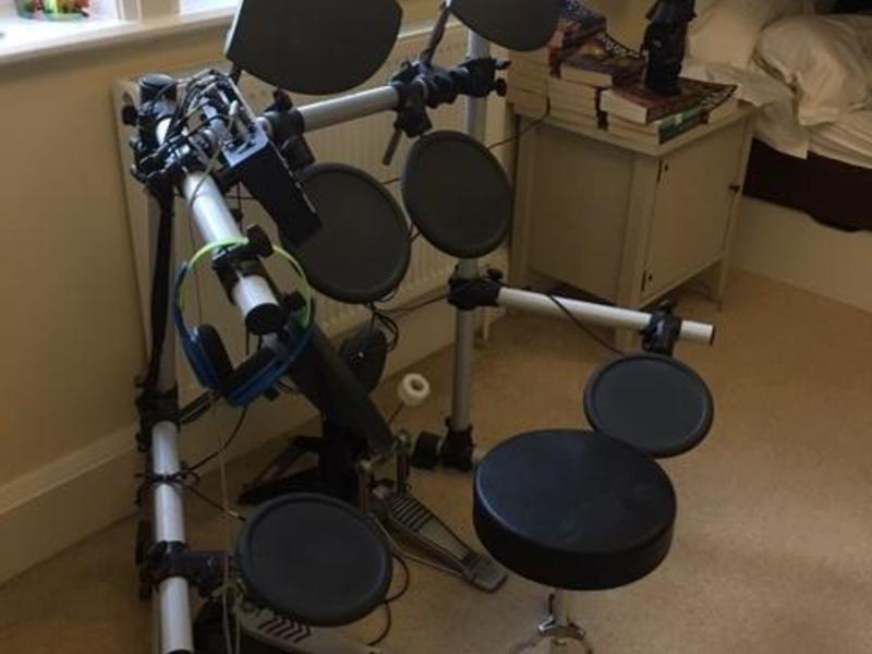 Yamaha DTXPLORER electronic drum kit and stool