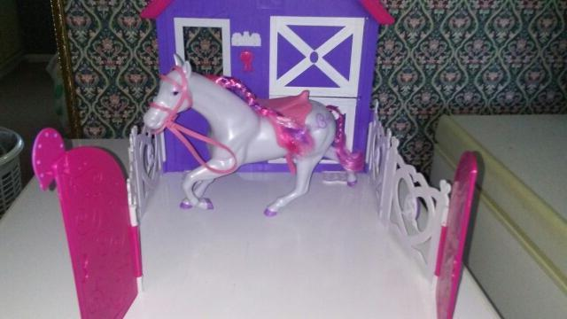 sparkle girlz horse and stable excellent condition