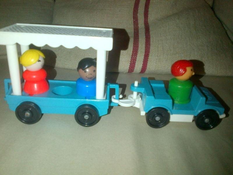 Vintage Fisher Price play family little people toy Zoo