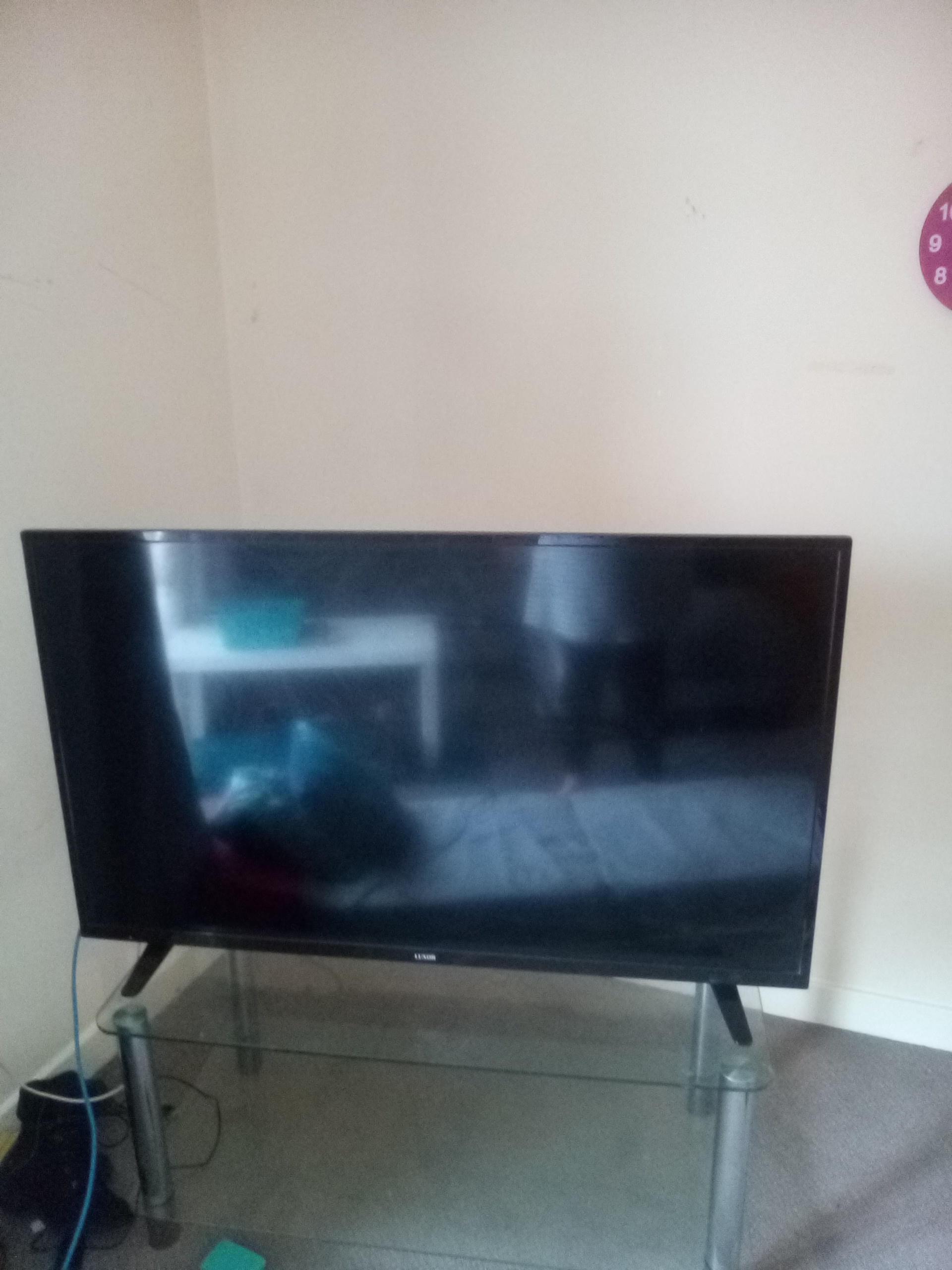 46 inch TV luxor smart tv