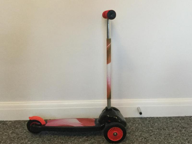 Kids Evo 3 wheel scooter, in good condition!