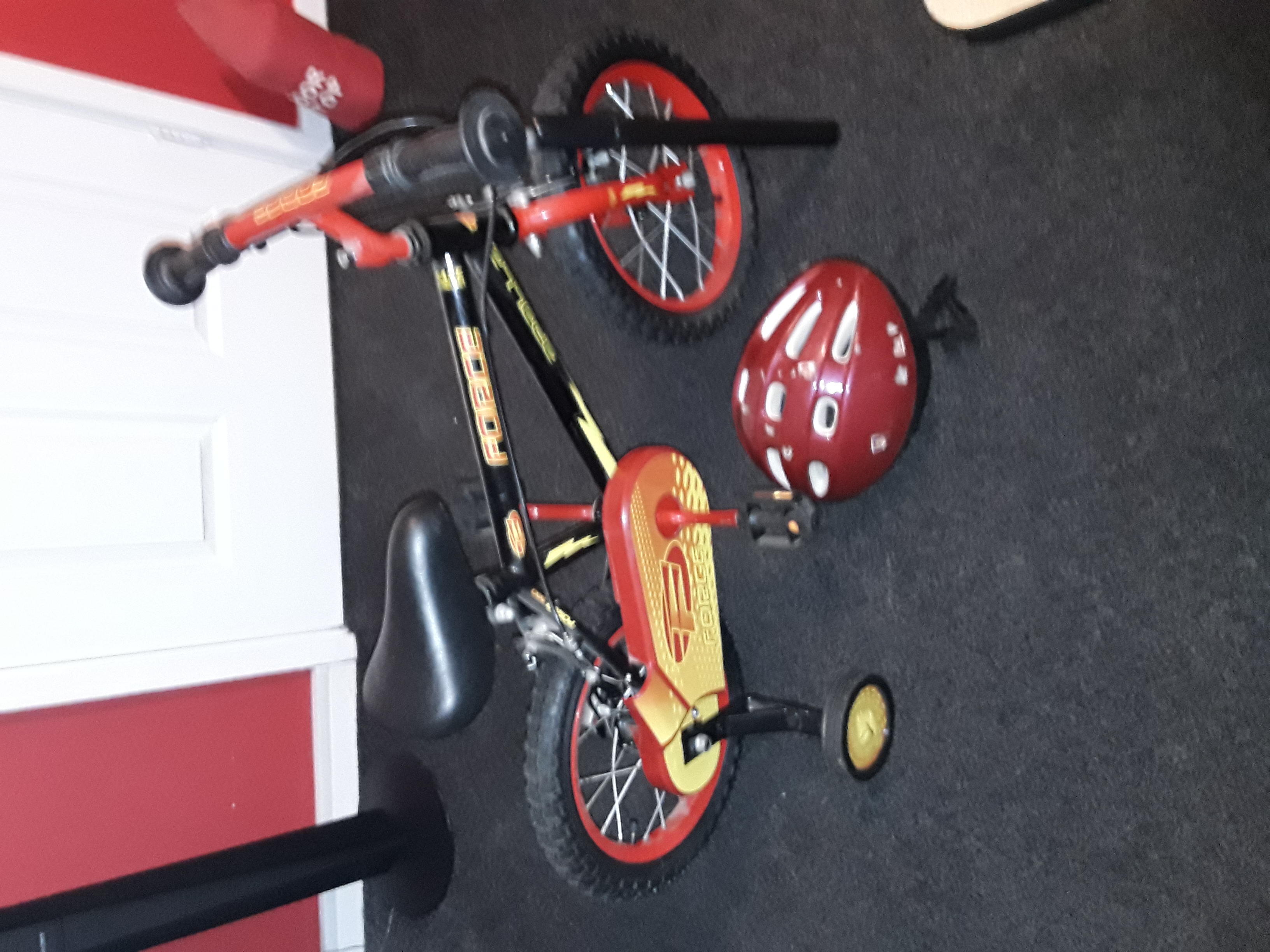 Boys bike appoi 14 inch wheel comes with helmet and pump