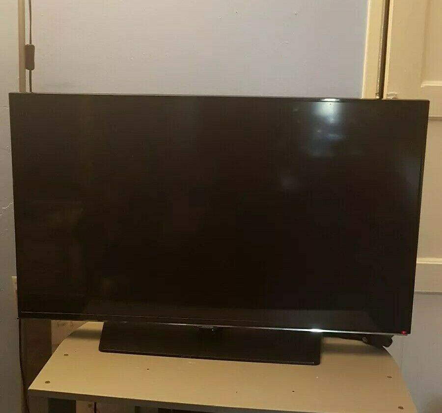 SAMSUNG Smart TV Ue40hak 40 inch - Broken Screen