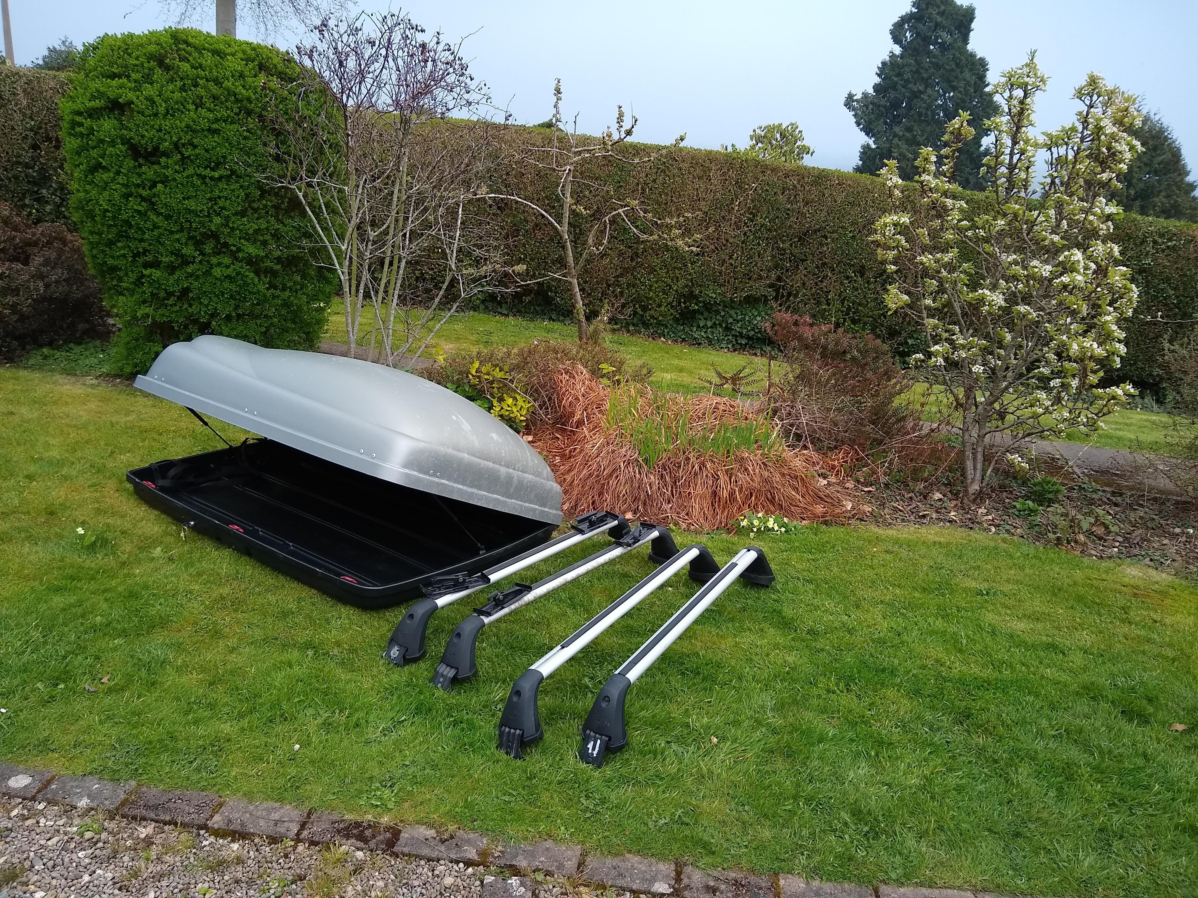 Large Mont Blanc Roof Box And Locking Roof Bars Posot Class