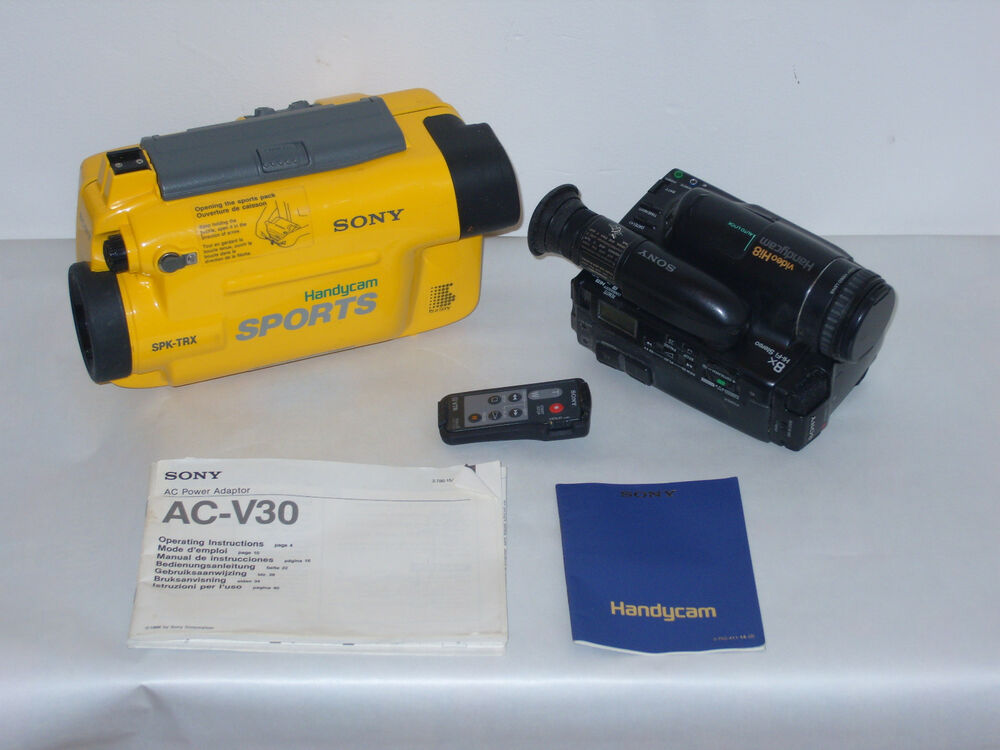 SONY CCD-TR705E CAMCORDER & WATERPROOF CASE SET COMPLETE