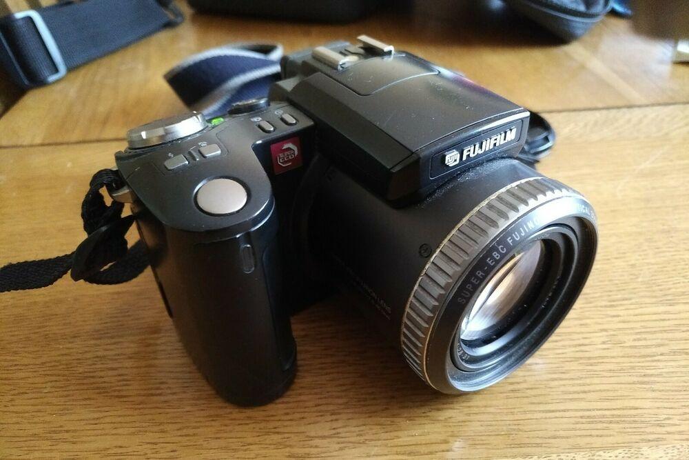 Fuji FinePix  Zoom 6x 3MP Optical Digital Camera with