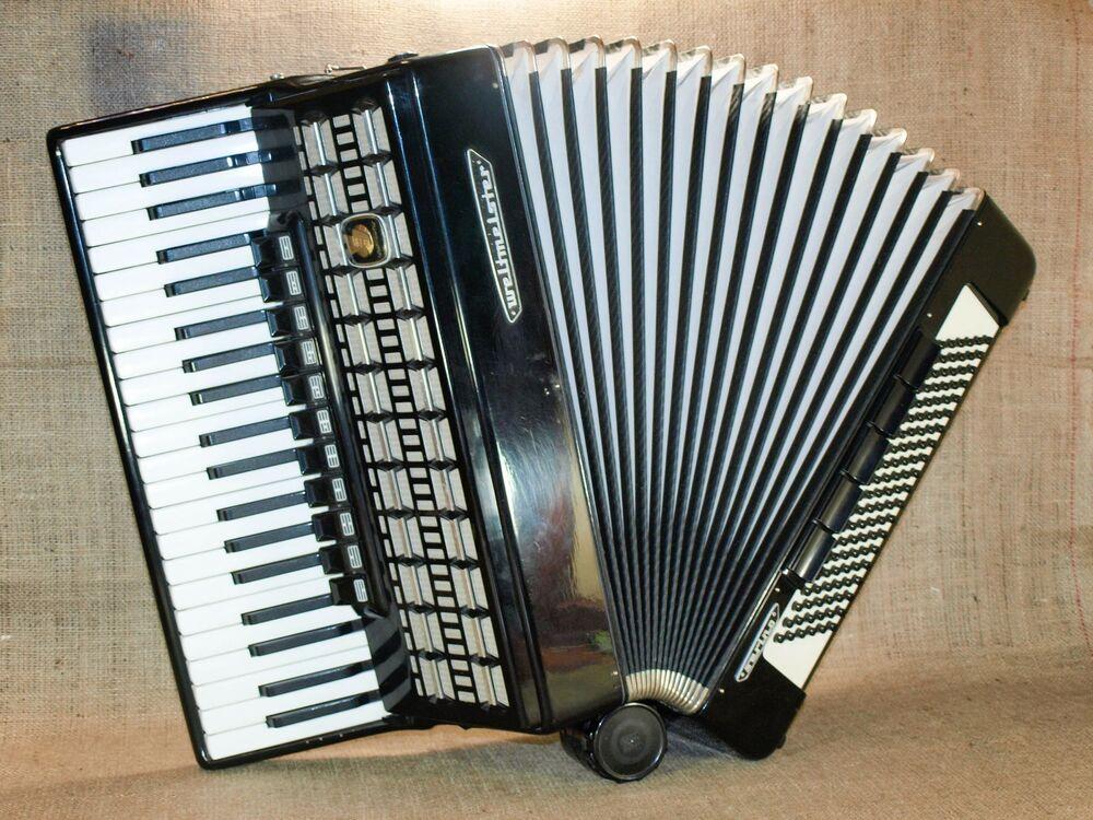 WELTMEISTER SERINO GERMAN PIANO ACCORDION 120 BASS BUTTON