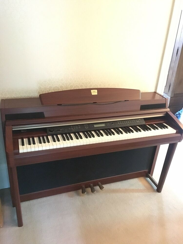 Yamaha Clavinova 88 keys Digital Piano in Rosewood