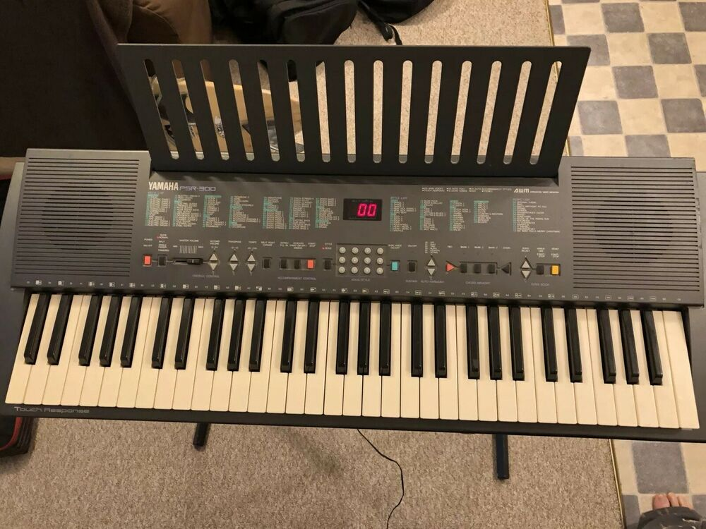 Yamaha PSR 300 Keyboard With Stand And Case