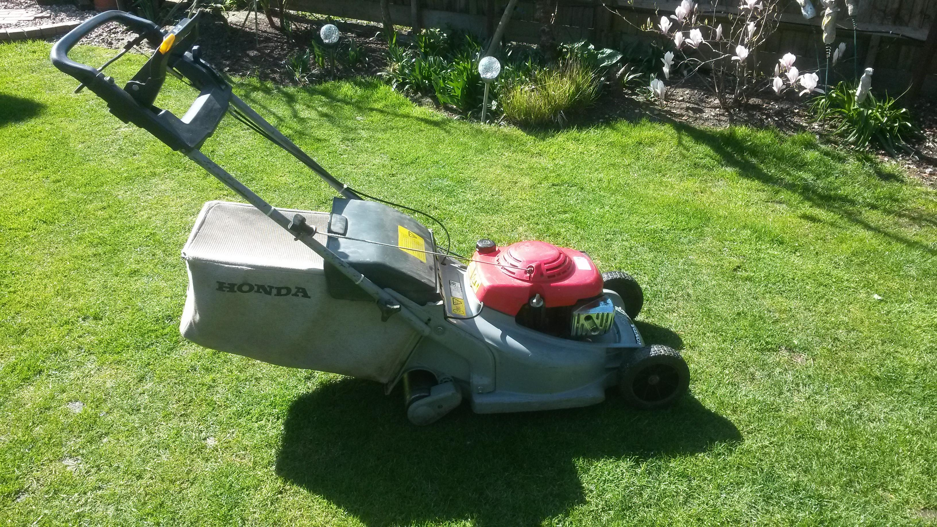 Honda HRB475 lawn mower