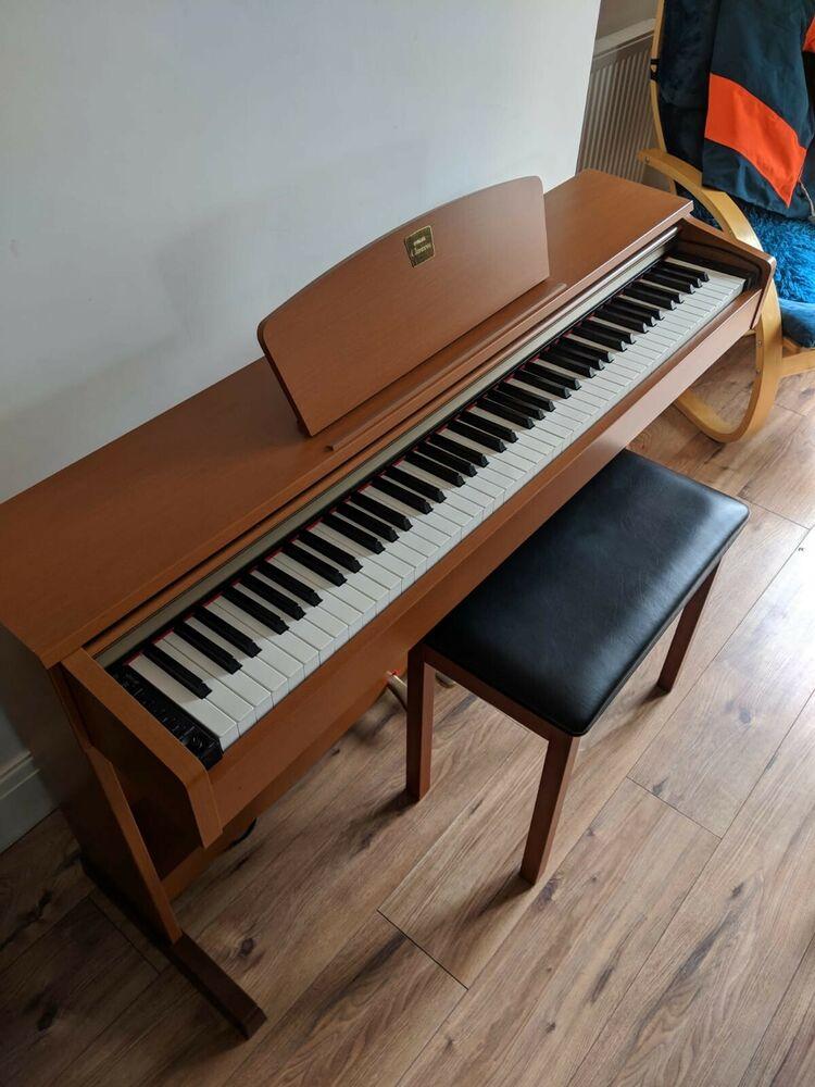Yamaha Clavinova CLP-320 Digital Piano