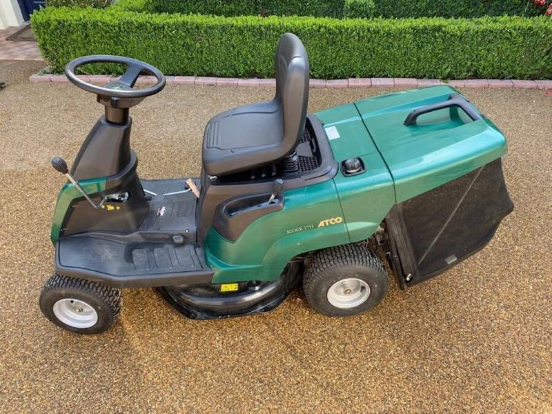 Atco ride on automatic mower + Mulching Option. Almost new