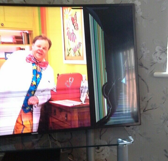 BROKEN SCREEN Samsung 49 Inch Curved Smart TV 4K Ultra HD