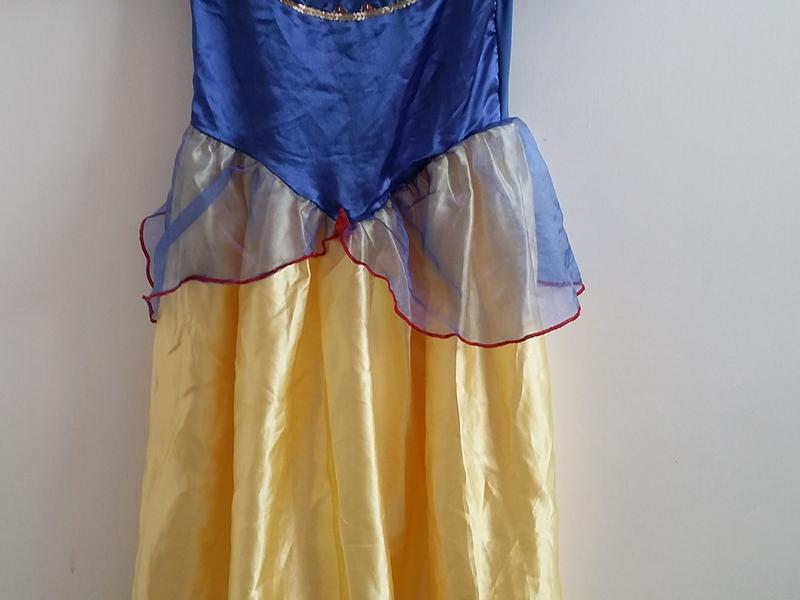Disney Snow White dressing up outfit size 5 - 7 years great