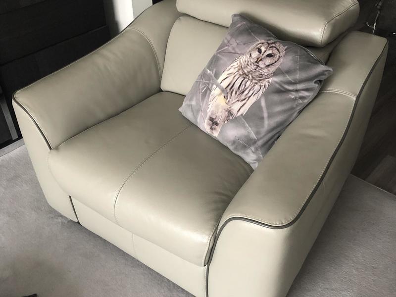 Beautiful top grade leather 3 piece suite.