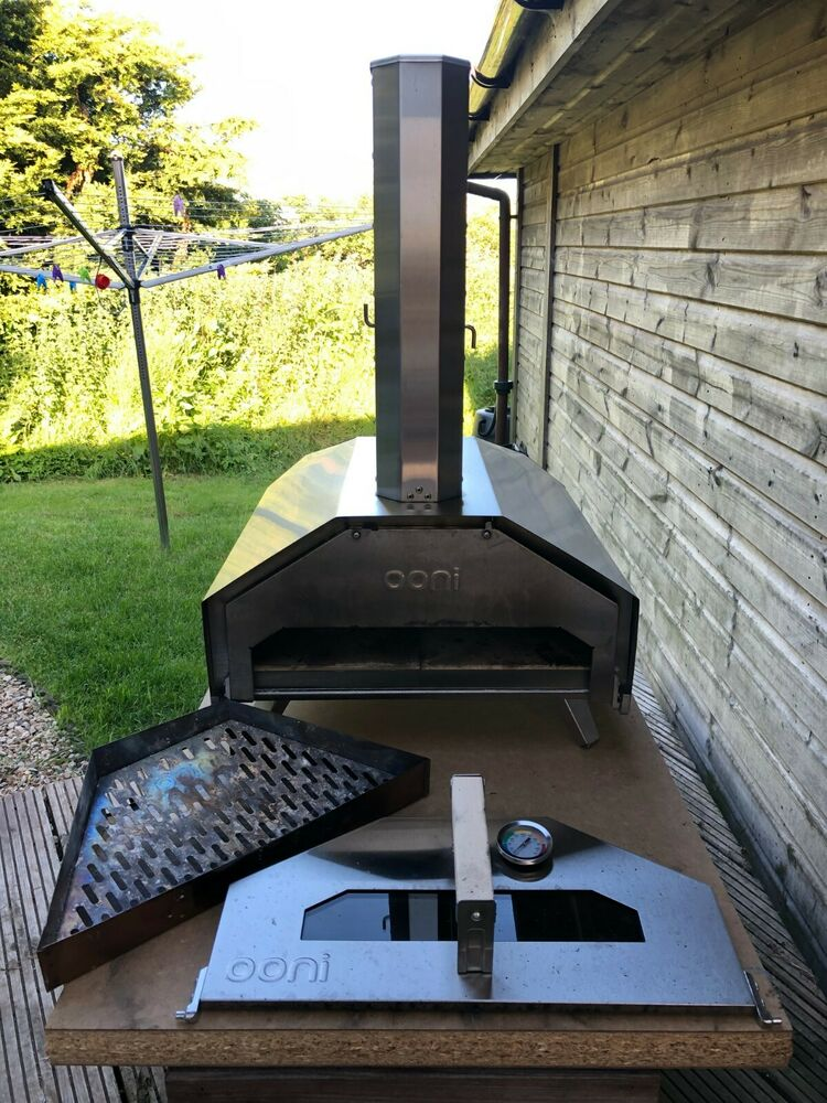 Ooni Pro Large Multi Fuel Outdoor Pizza Oven - With Pellet