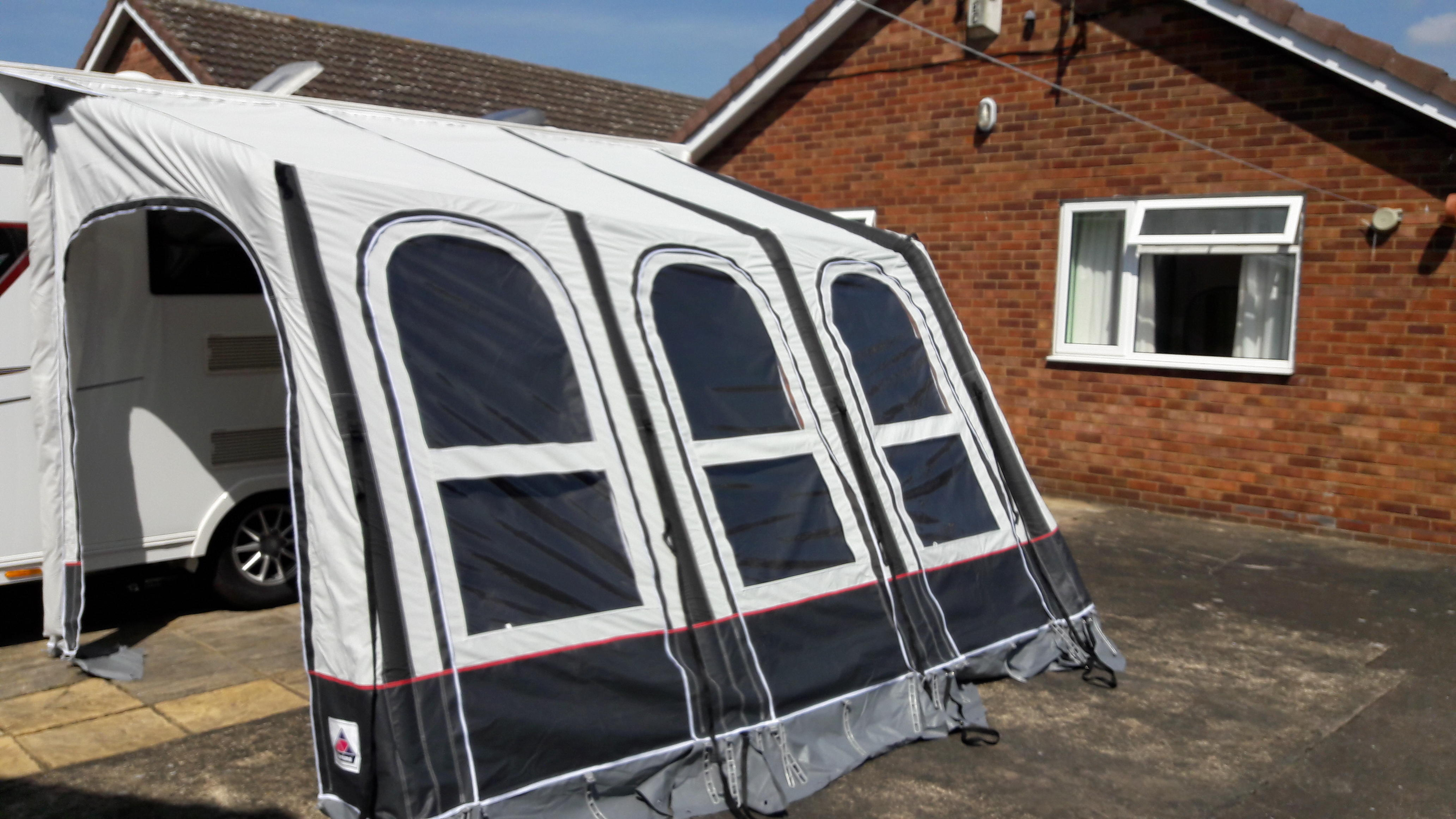 DOREMA AIR AWNING 330 ONLY USED FOR 1 SEASON AWNING IS AS