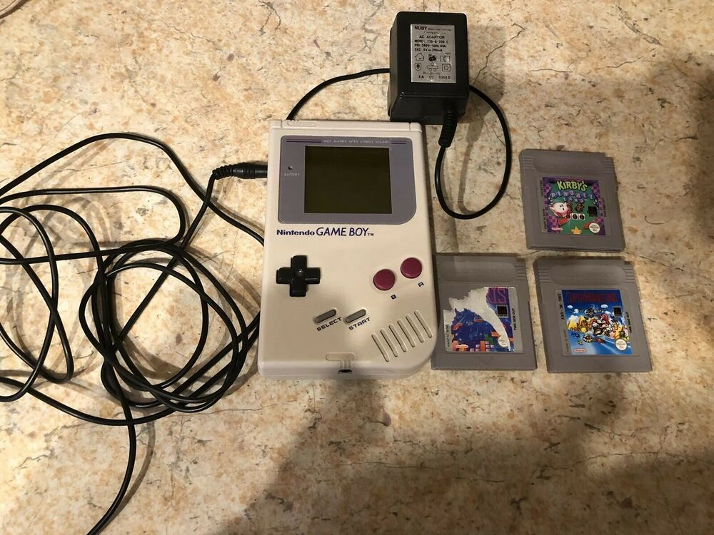 Nintendo GameBoy console 3 Games With Tetris Kirby And Super