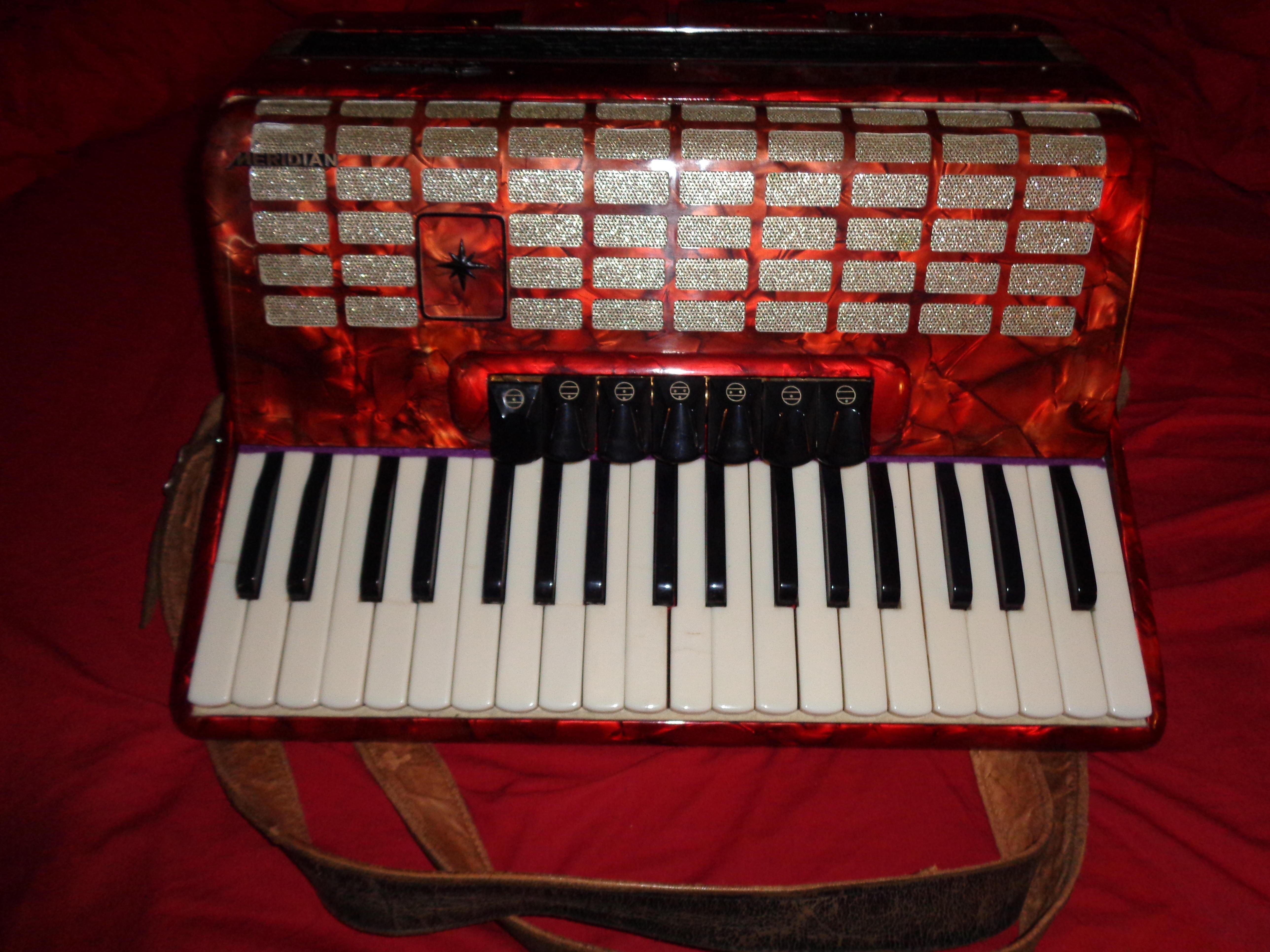 PIANO ACCORDION 80 BASS 7+3 COUPLINGS £