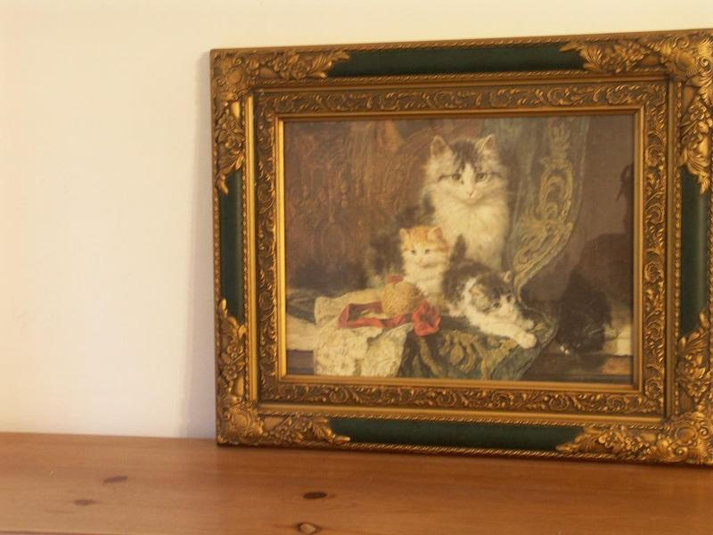 PICTURE OF A CAT WITH HER THREE KITTENS IN GOLD & GREEN
