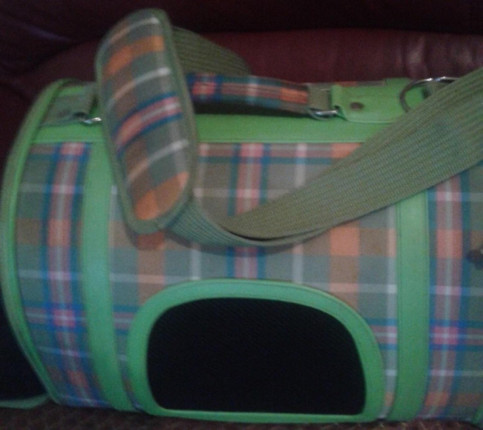 SUPERB STYLISH PET CARRIER BAG UP FOR SALE.
