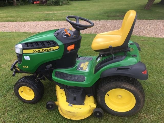 John Deere X165 Sit On Lawn Mower