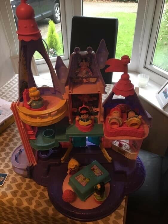 Fisher- Little People Disney Princess Castle With 8 Princess