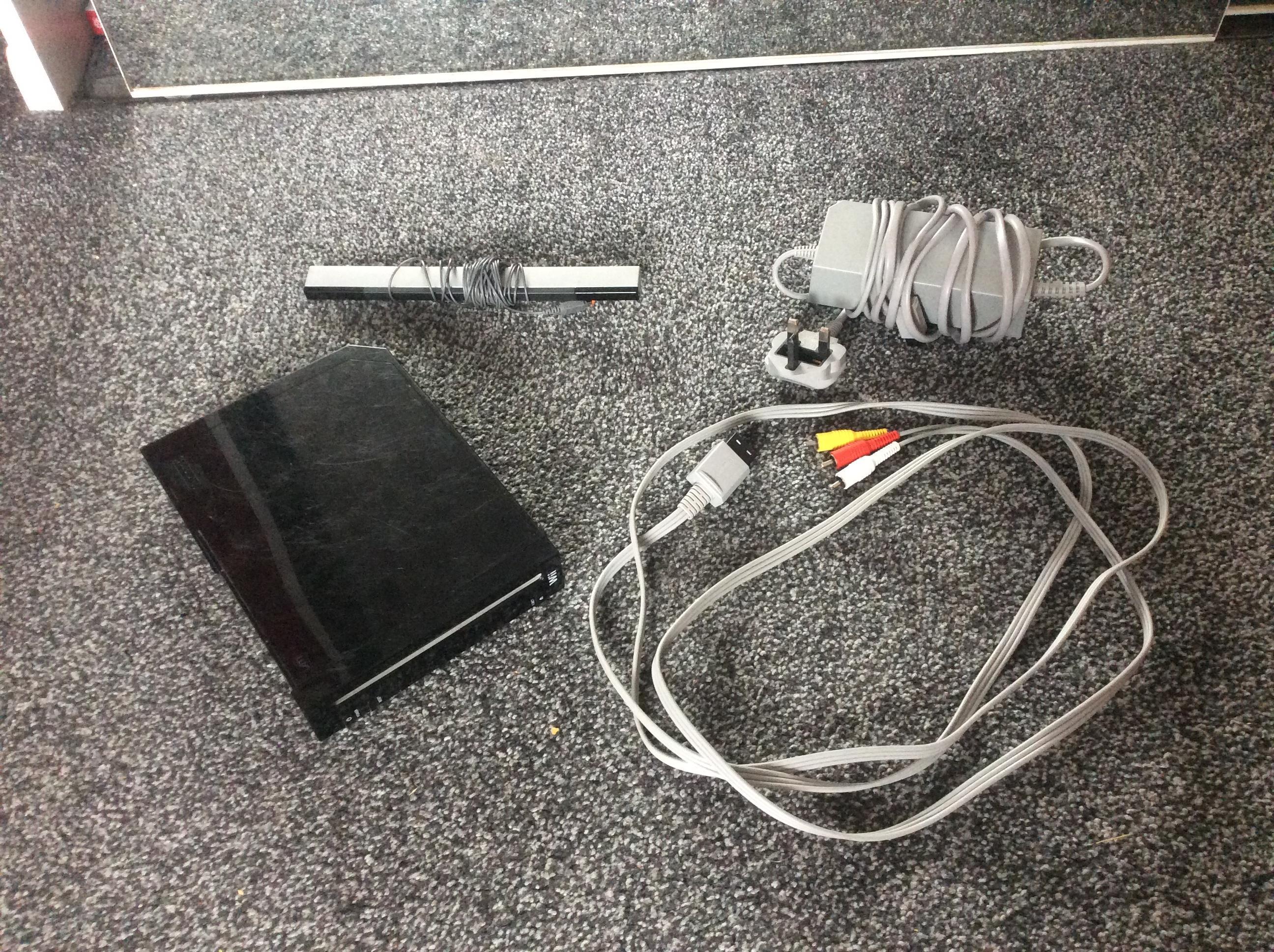 Nintendo Wii Black Edition - All wires, no remote
