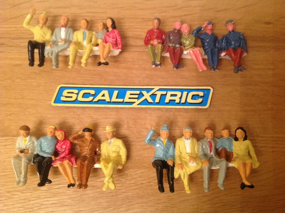 SCALEXTRIC 4 x ROWS OF FINELY PAINTED SPECTATORS F306A &