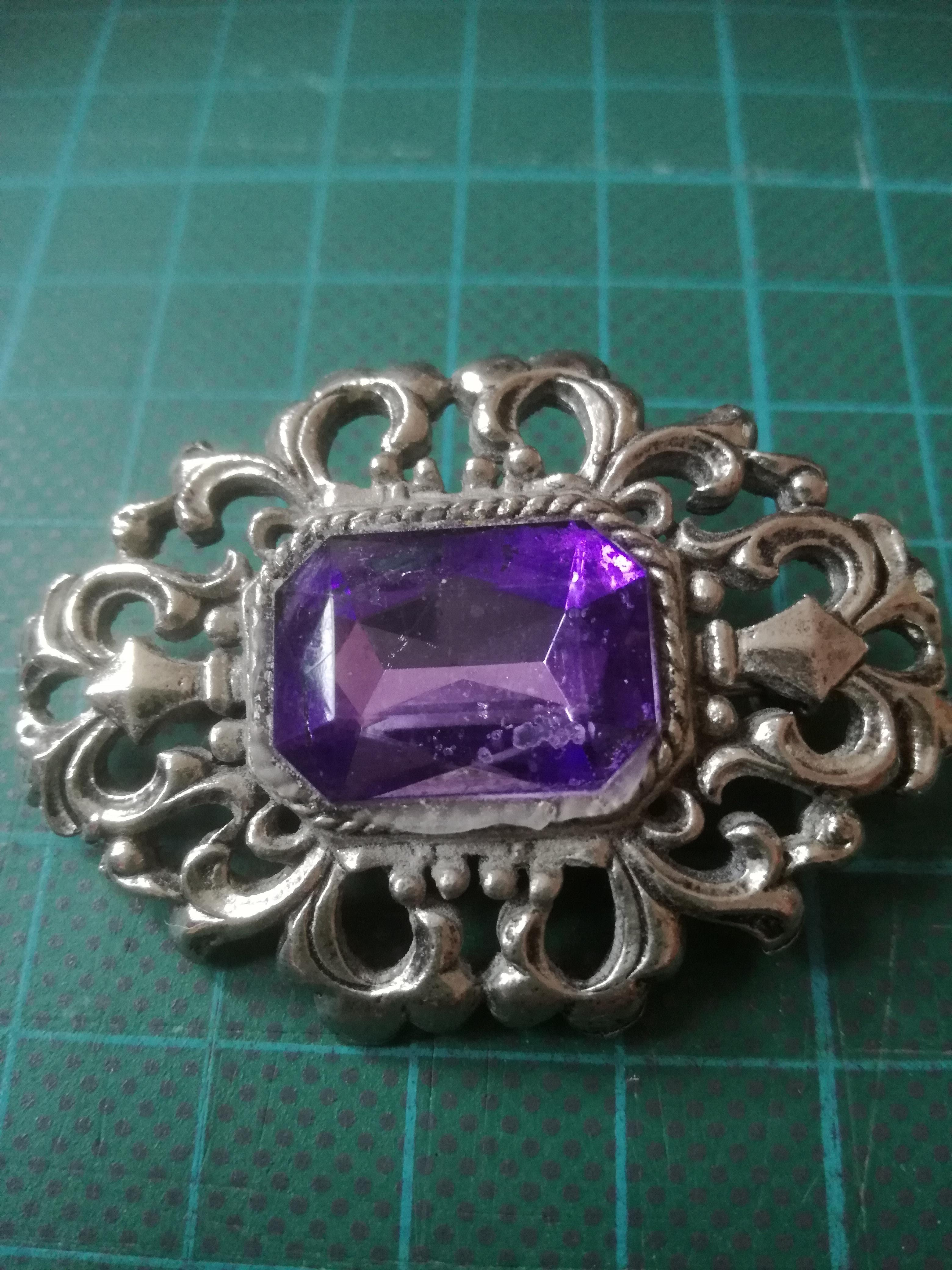 Box of vintage and antique jewellery