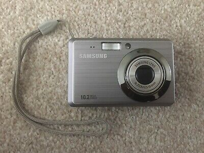 Samsung ES Series ESMP Digital Camera - Silver, Case